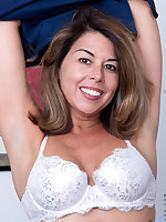 Anilos - American Milf featuring Niki. (Photos)